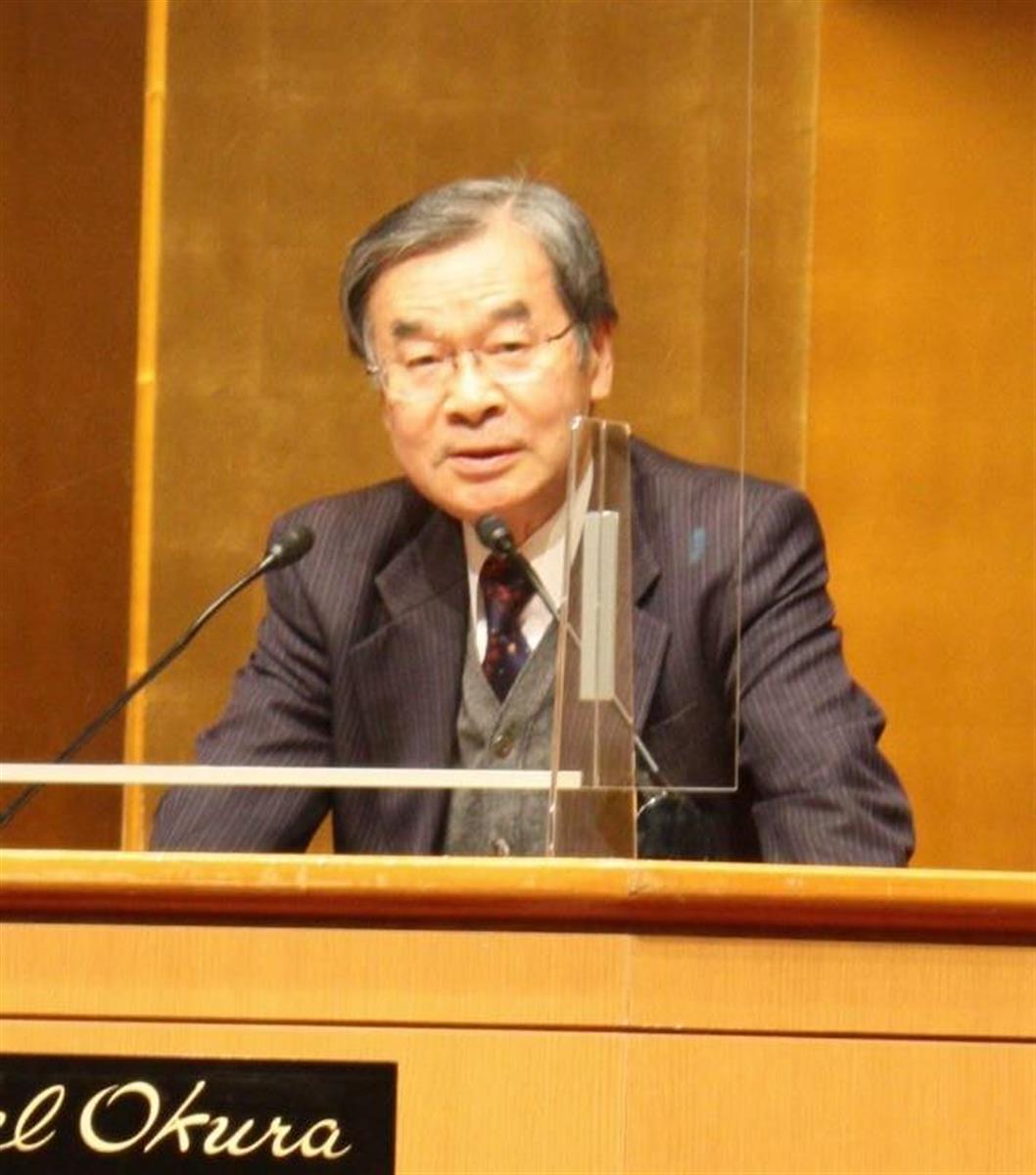 講演で令和3年の経済見通しなどについて語る西日本シティ銀行の久保田勇夫会長=29日、福岡市博多区