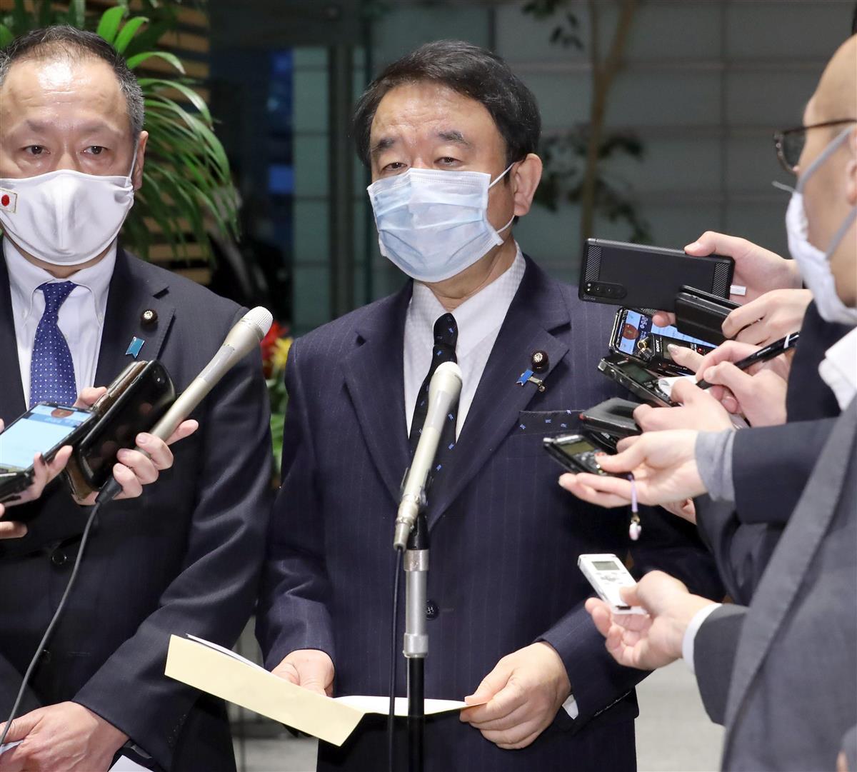 日本の尊厳と国益を護る会・青山繁晴代表ら=12日午後、首相官邸(春名中撮影)