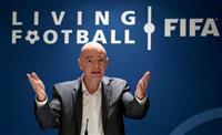 FIFA会長、選手のワクチン優先に否定的 「順番を守る」