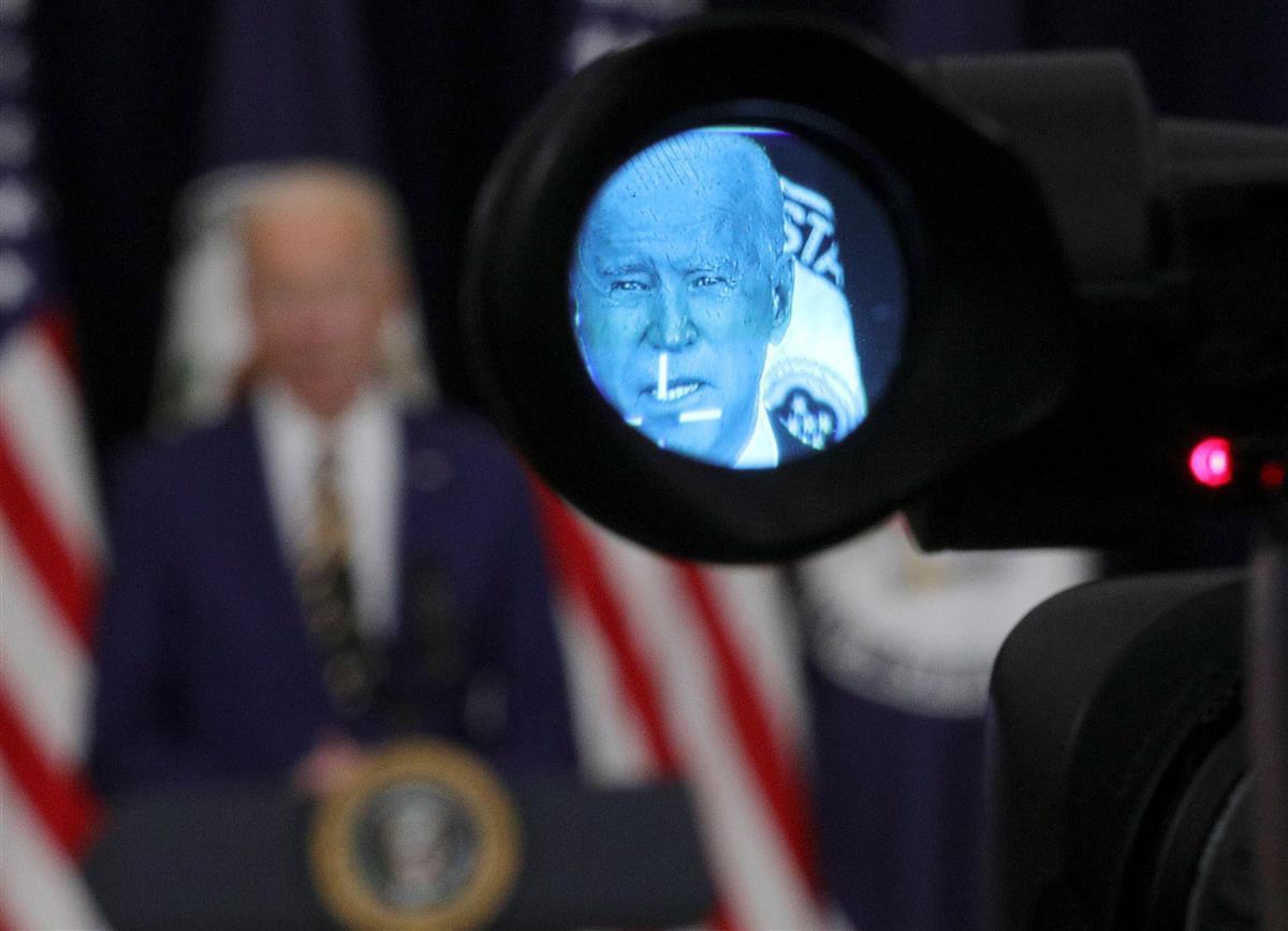 会見に臨むバイデン米大統領=2月4日、ワシントン(ロイター)