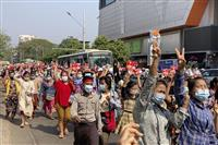 ミャンマーでクーデター後最大のデモ 国軍はネット遮断