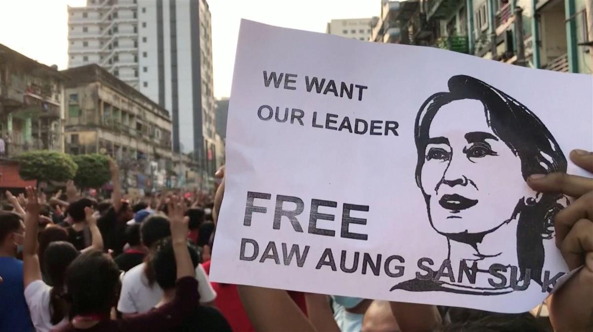 ヤンゴンで数万人デモ クーデターへの反発急拡大