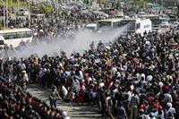 ミャンマー国軍、少数民族取り込み図る 全土で10万人がデモ