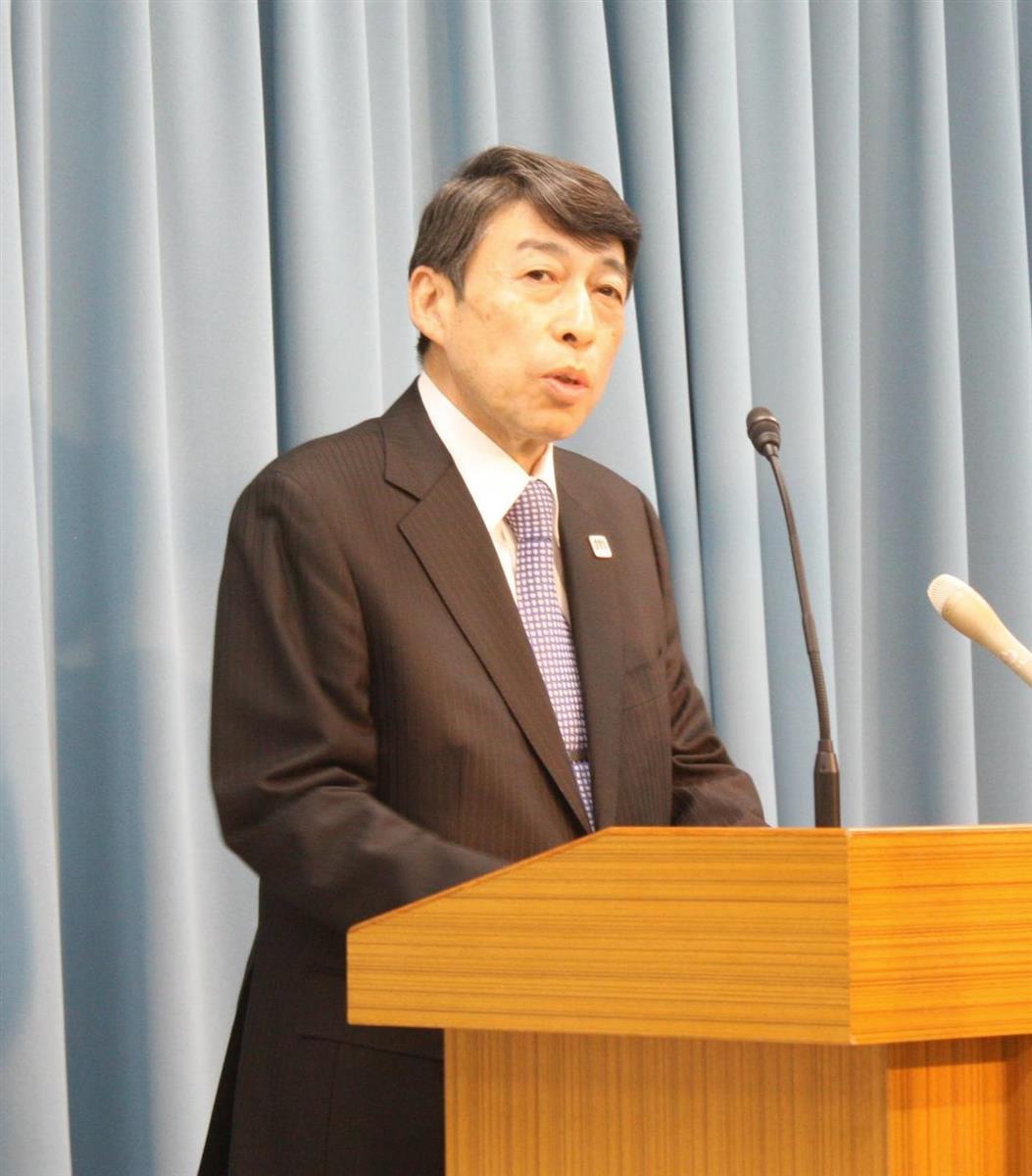 臨時記者会見で、小川洋知事の病状などを説明する福岡県の服部誠太郎副知事