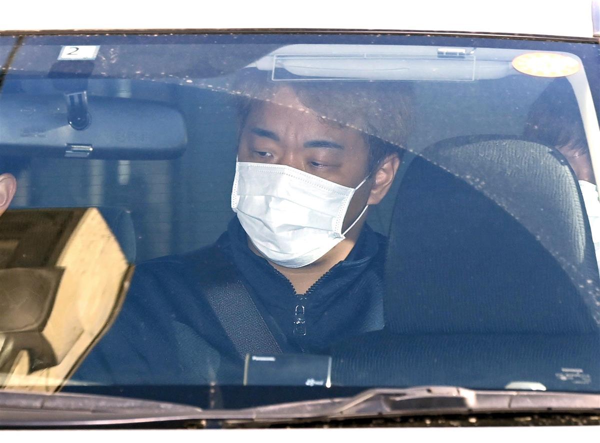 送検される平川誠容疑者=10日午前8時32分、大阪府警和泉署(須谷友郁撮影)