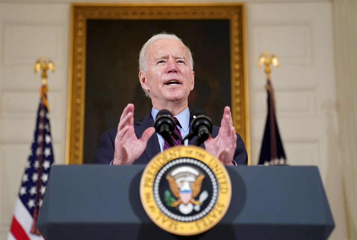 米ホワイトハウスで演説するバイデン大統領=5日(ロイター)