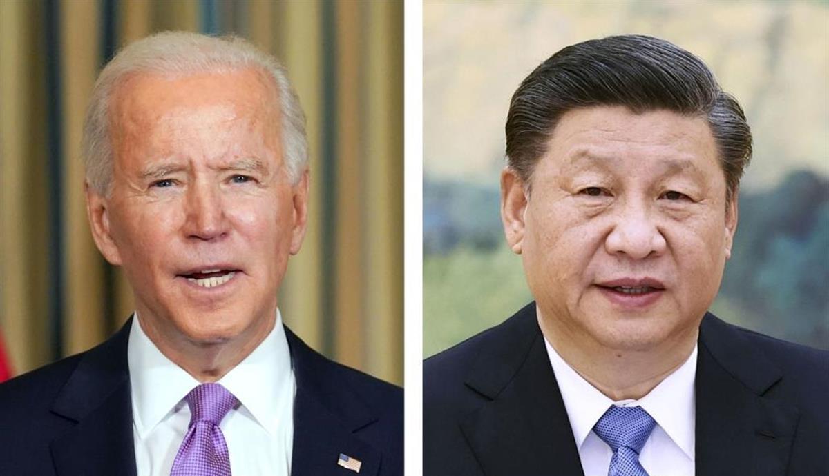 左からバイデン米大統領(ロイター=共同)、中国の習近平国家主席(新華社=共同)