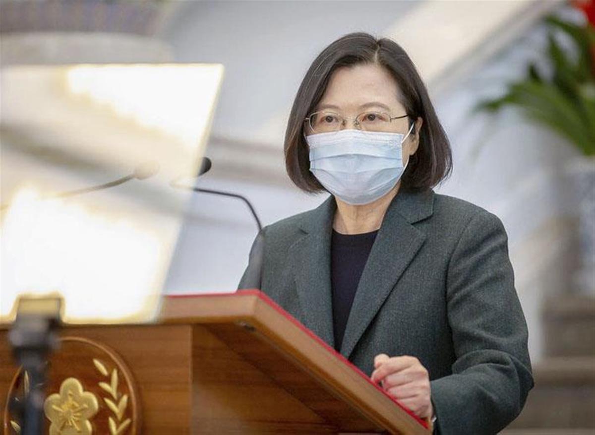 9日、台北市の総統府で記者会見する台湾の蔡英文総統(総統府提供・共同)