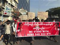 ミャンマー、最大規模の抗議デモ、数十万人参加 ゴム弾発射で負傷者 総司令官、公務員に「…