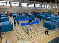 テントで仕切り、換気、検温…コロナ下の避難所 福島・相馬市