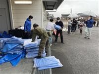 天候悪化に備えブルーシート配布  震度6強観測の福島県新地町