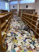 転倒防止で図書館本棚倒れず 工夫生きる 福島・新地の図書館