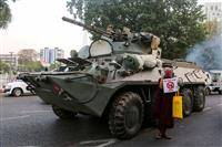 ヤンゴンで軍装甲車展開 ミャンマー、ネット再遮断