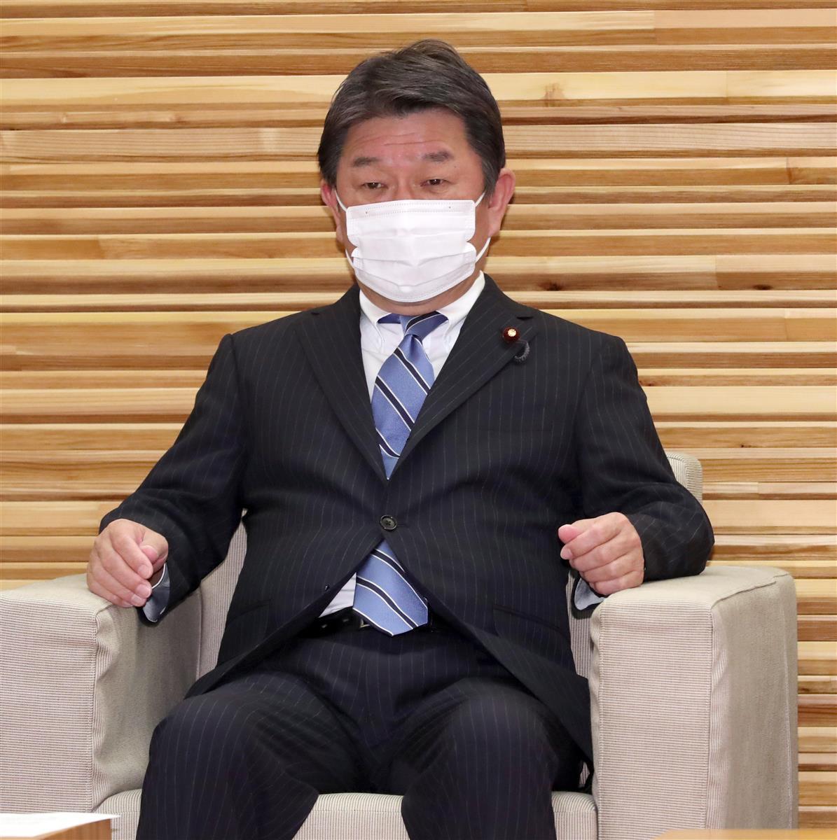 閣議に臨む茂木敏充外務相=16日午前、首相官邸(春名中撮影)