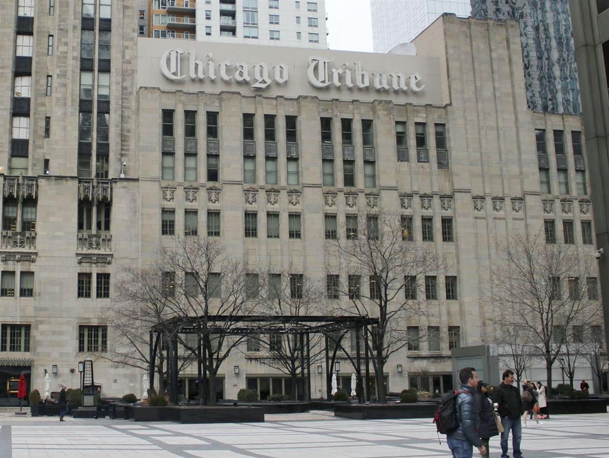 米有力紙シカゴ・トリビューンのロゴが掲げられたビル=2018年3月(共同)