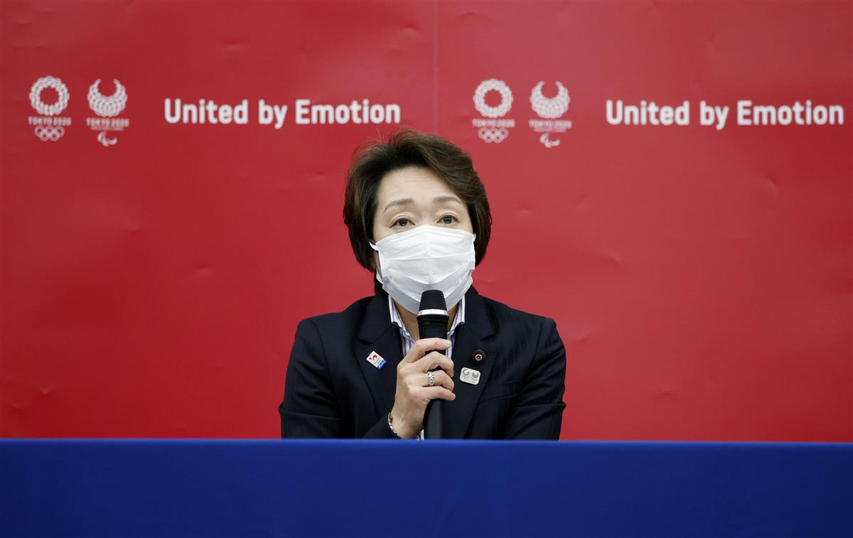 東京五輪・パラリンピック組織委の新会長に就任し、記者会見する橋本聖子氏=18日午後、東京都中央区