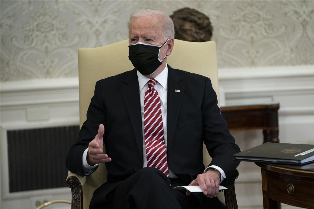 バイデン米大統領=2月17日、ホワイトハウス(AP)