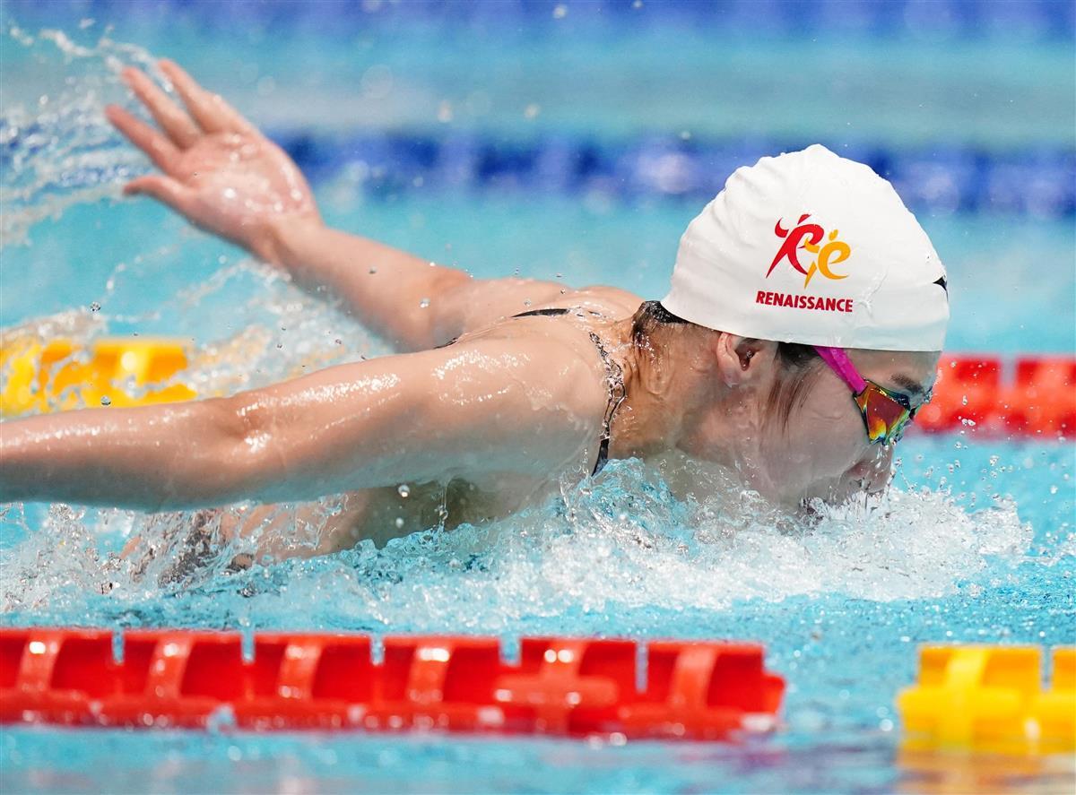 女子100メートルバタフライ予選 力泳する池江璃花子=東京辰巳国際水泳場(代表撮影)