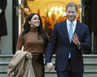 英王子夫妻、公務完全引退 王室戻らずと女王に伝達