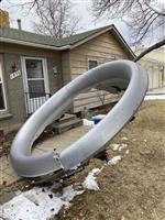 米住宅地に旅客機部品落下 エンジン故障、負傷なしか