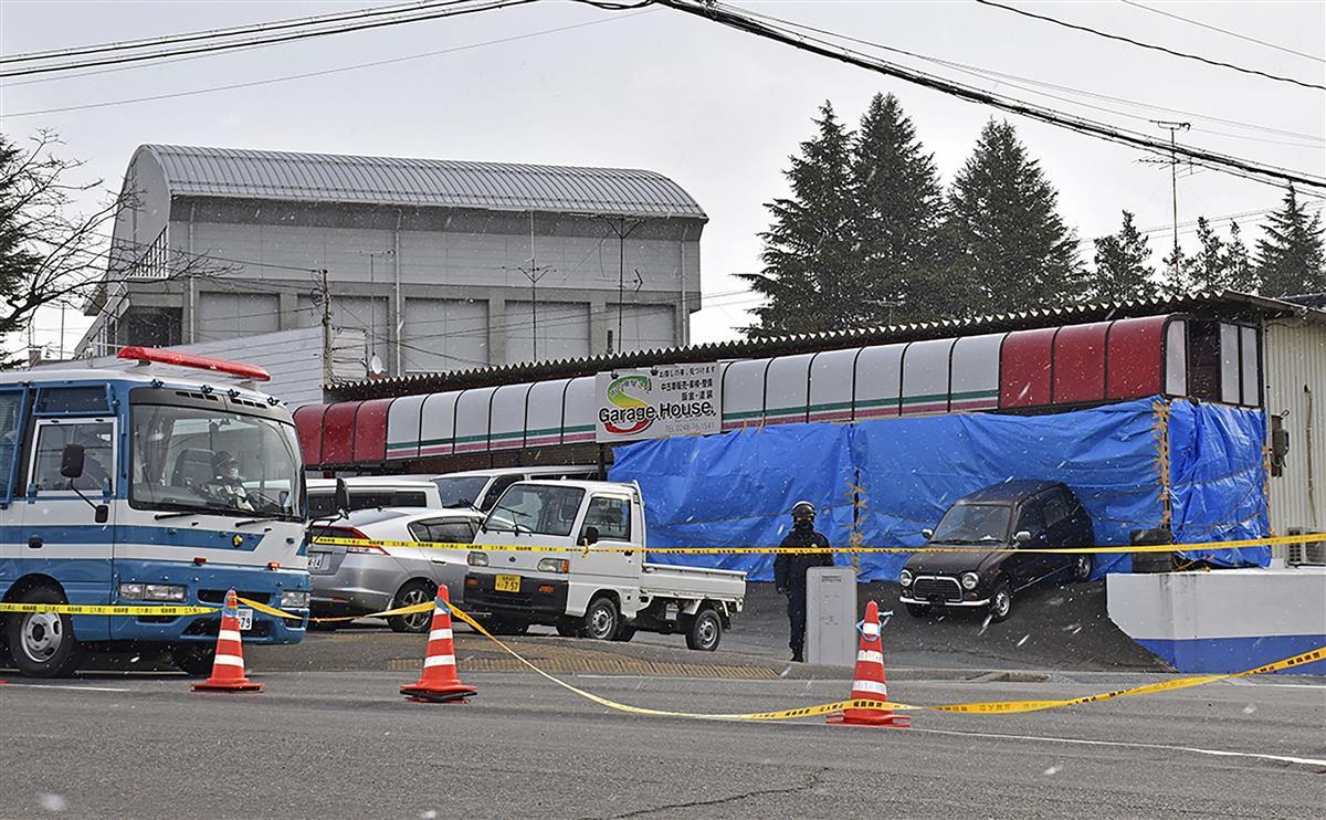 経営者の男性が頭から血を流して倒れていた中古車販売店=23日午前10時3分、福島県須賀川市