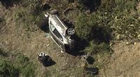 タイガー・ウッズ選手が事故で重傷か 運転の車は横転、大破