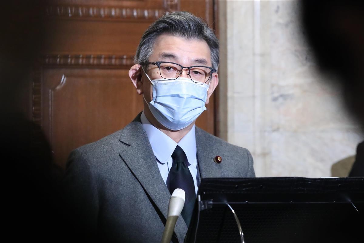 閣議後、総務省幹部違法接待問題について記者団の取材に応じる武田良太総務相=24日午前、国会内(春名中撮影)