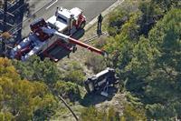 捜査員に「タイガーだ」 横転した車はガラス粉々、木々倒し…