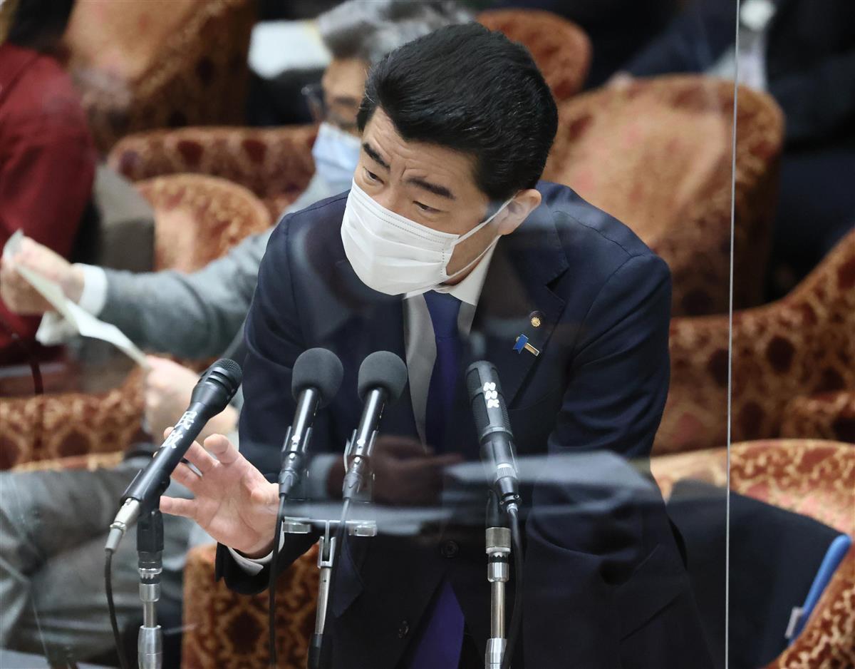 衆院予算委員会でアキタフーズ問題に関する答弁を行う野上浩太郎農水相=25日午前、国会・衆院第1委員室(春名中撮影)