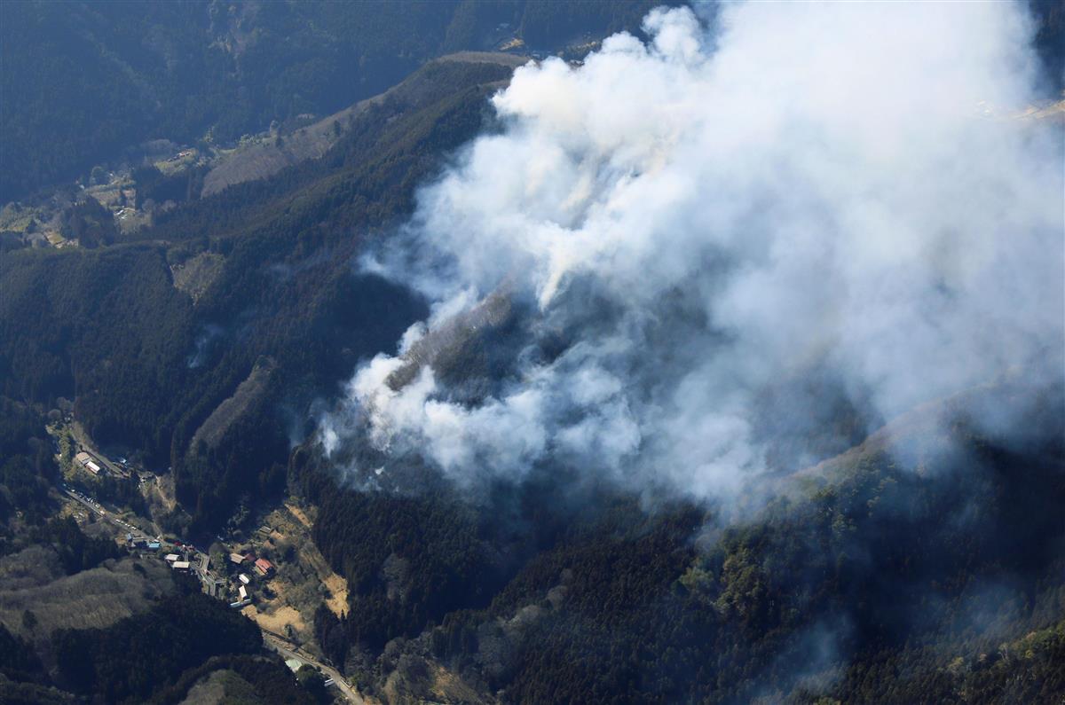 群馬・桐生で山火事、男性1人けが、たき火が原因か