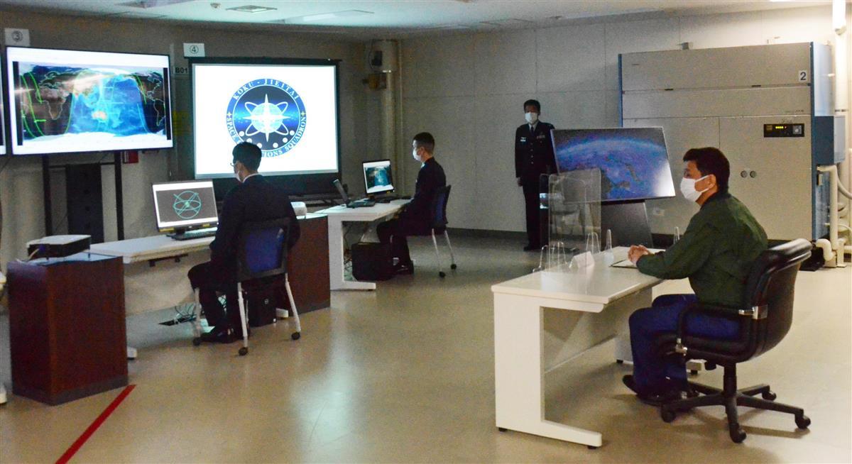 宇宙作戦隊を視察 岸防衛相「能力強化取り組む」
