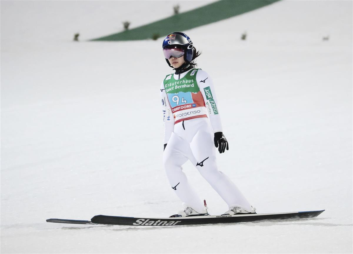 日本大差の4位 目標のメダル遠く 世界選手権ジャンプ女子団体