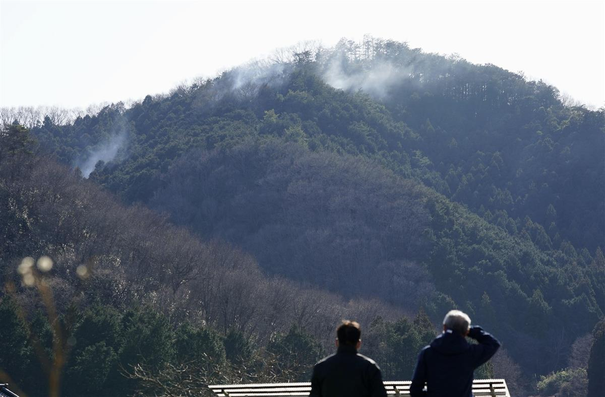 栃木の山火事、消火再開 8日目、残り火消し鎮圧へ