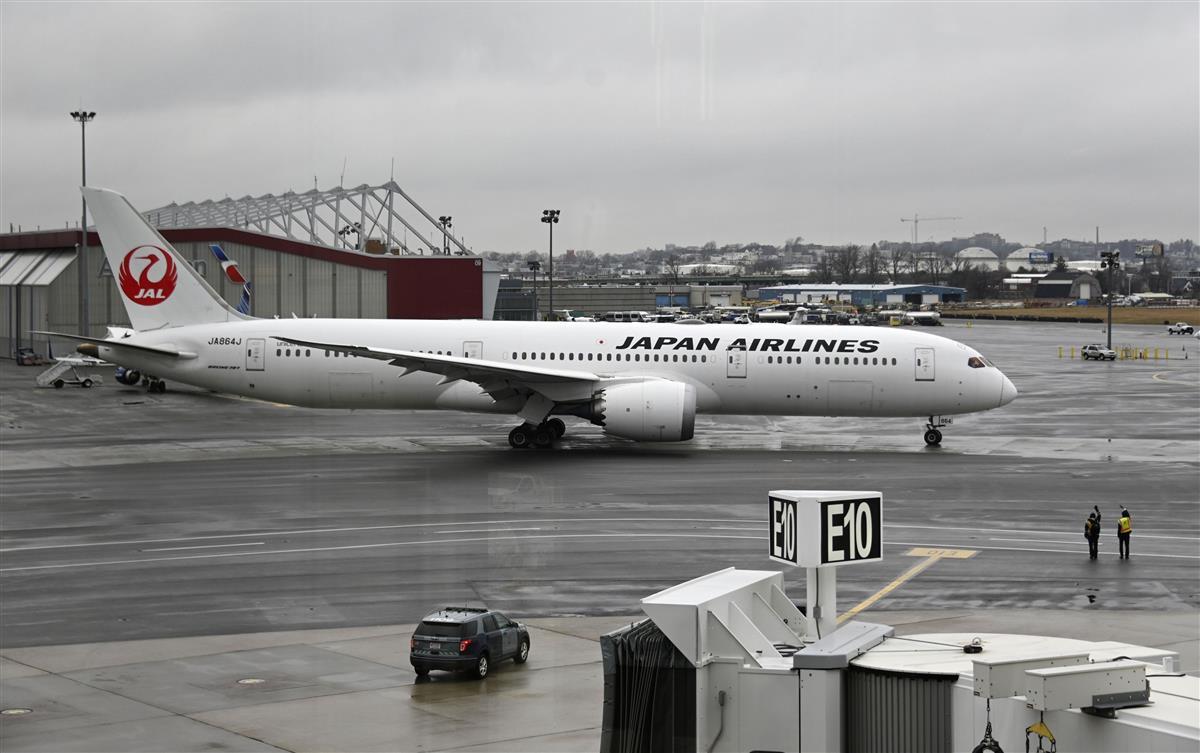マイケル・テイラー容疑者ら親子を乗せたとみられる飛行機=1日、米ボストン国際空港(共同)