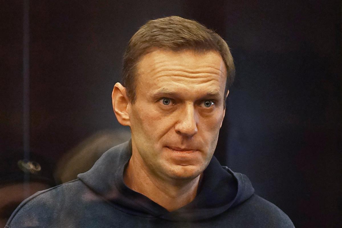 2月2日、モスクワの裁判所に出廷したナワリヌイ氏(モスクワ市裁判所提供、タス=共同)