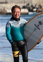 【伝説のサーファーの10年 東日本大震災】波に乗り、海へ歓声取り戻す 福島・南相馬、鈴…
