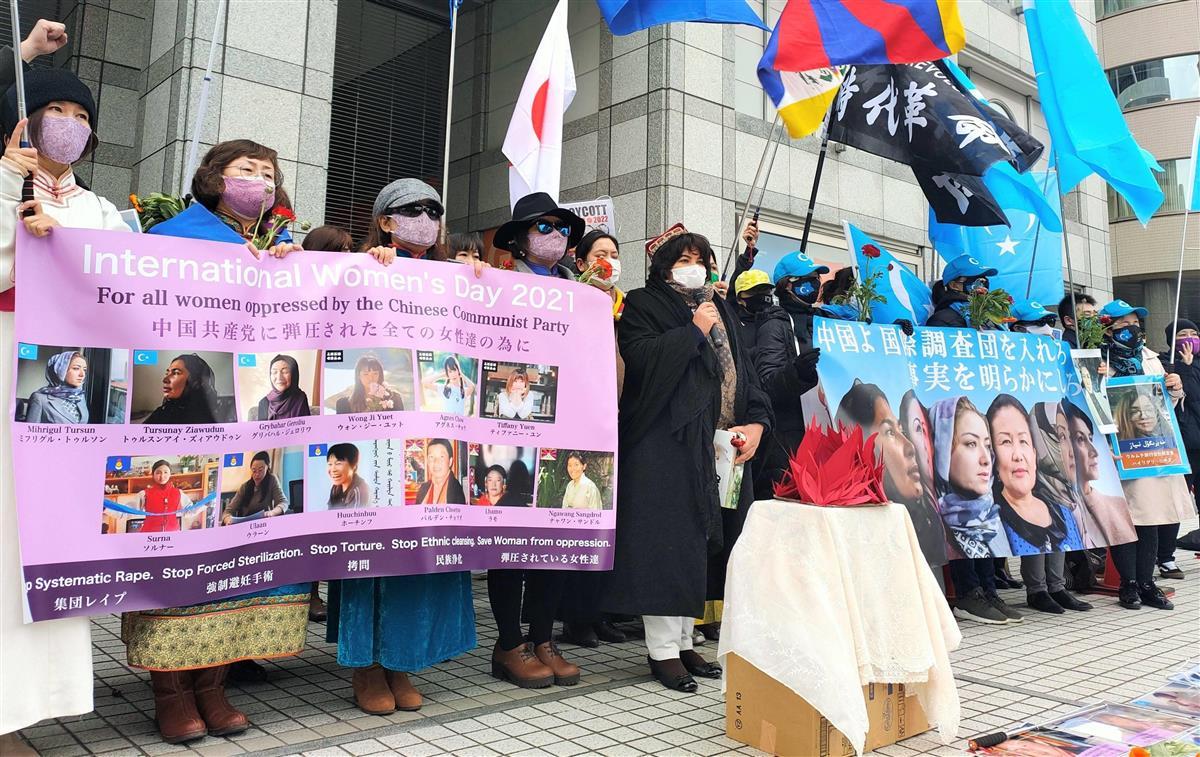 中国政府による人権侵害に抗議の声を挙げる少数民族の女性たち=7日午後、東京都渋谷区(奥原慎平撮影)