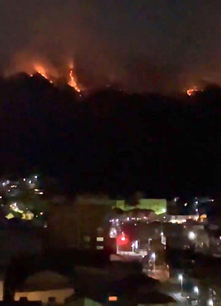 栃木・足利の山火事で実況見分、山頂付近で出火か