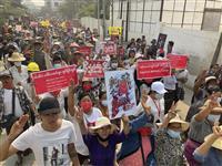 ミャンマー最大都市で大規模夜間デモ 外出禁止無視