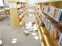 和歌山の震度5弱 中学校で図書室の本散乱、時計も落下