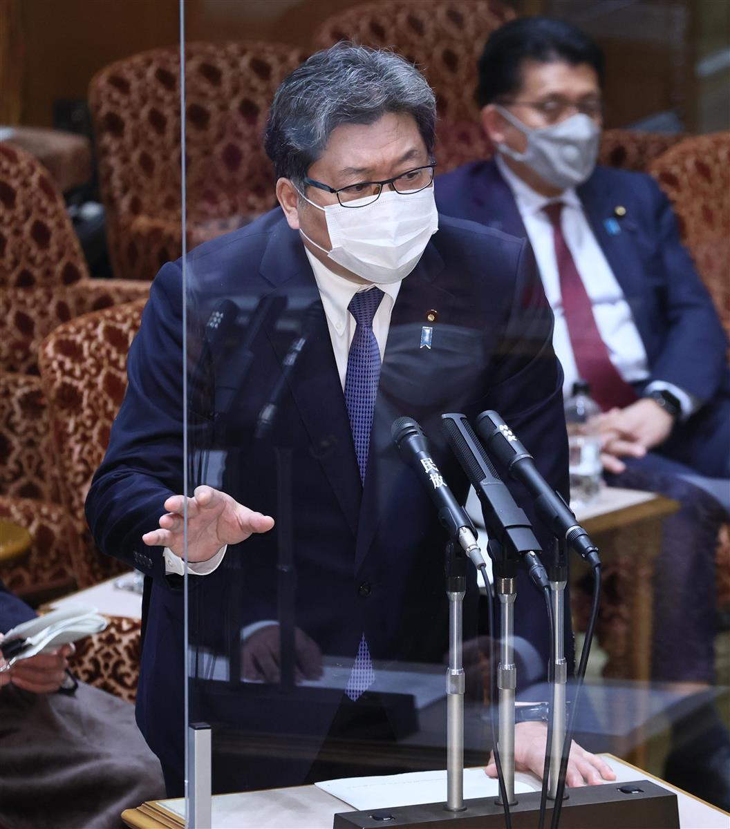 参院予算委員会で答弁する萩生田光一文科相=15日午後、参院第1委員会室(春名中撮影)