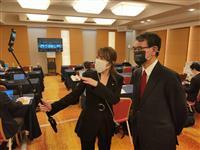 自民党大会 開会前、河野行革相が報道陣スペースに 記者の取材準備に興味