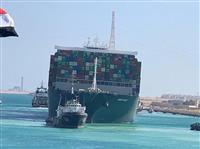 スエズ運河の運航再開へ、座礁船の脱出成功