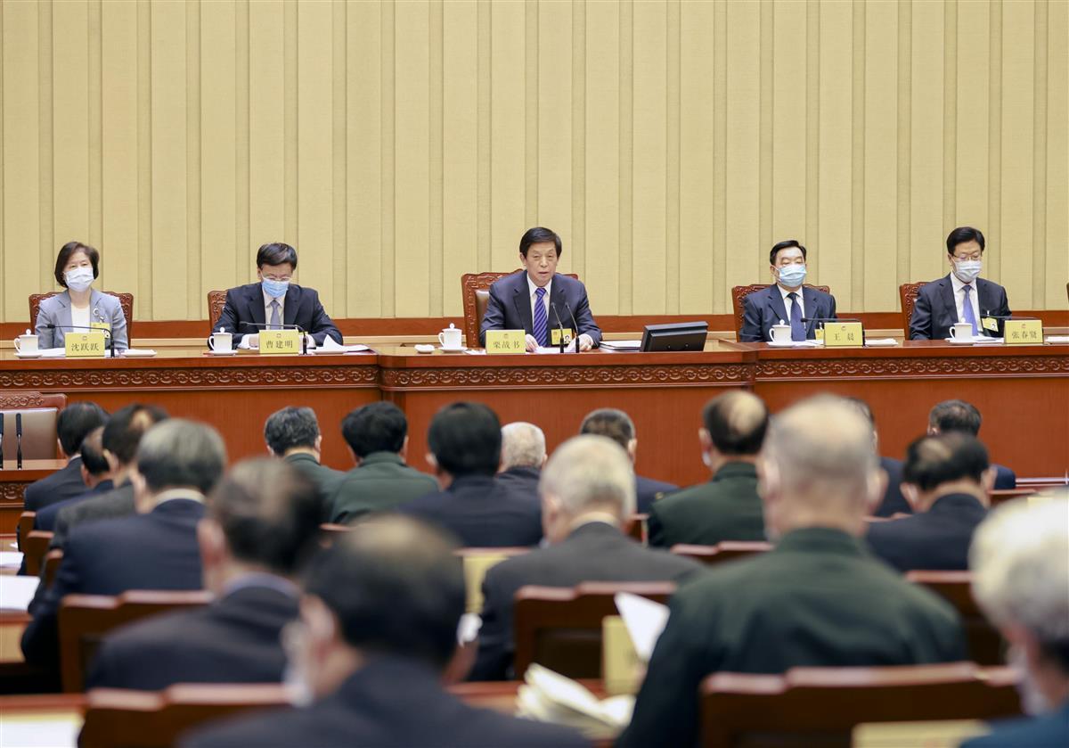 中国全人代の常務委員会の会議=29日、北京の人民大会堂(新華社=共同)