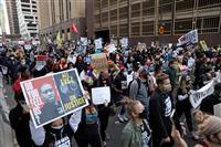 米の黒人男性暴行死 検察側、ビデオ映像流し「過剰な暴力」 弁護側は無罪主張