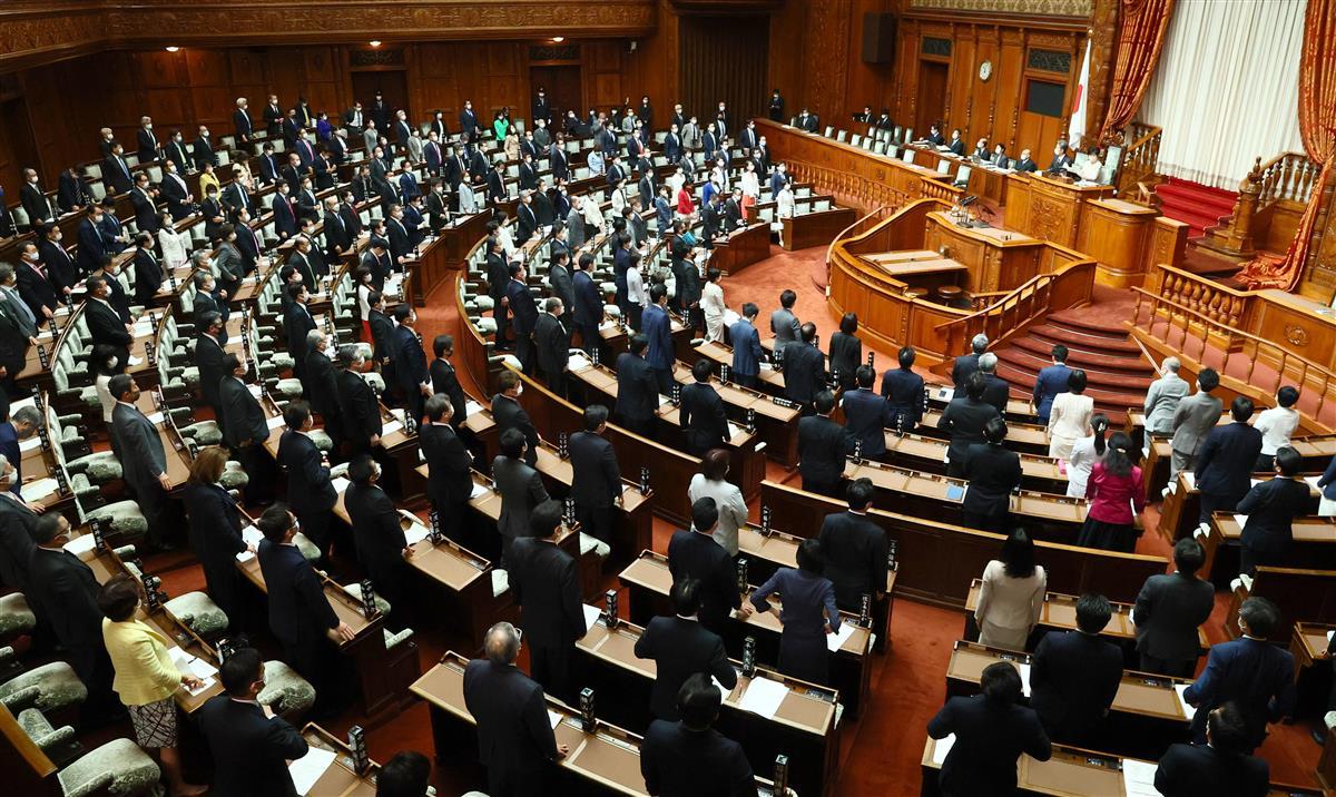 改正義務教育標準法が可決・成立した参院本会議=31日午前、国会(春名中撮影)