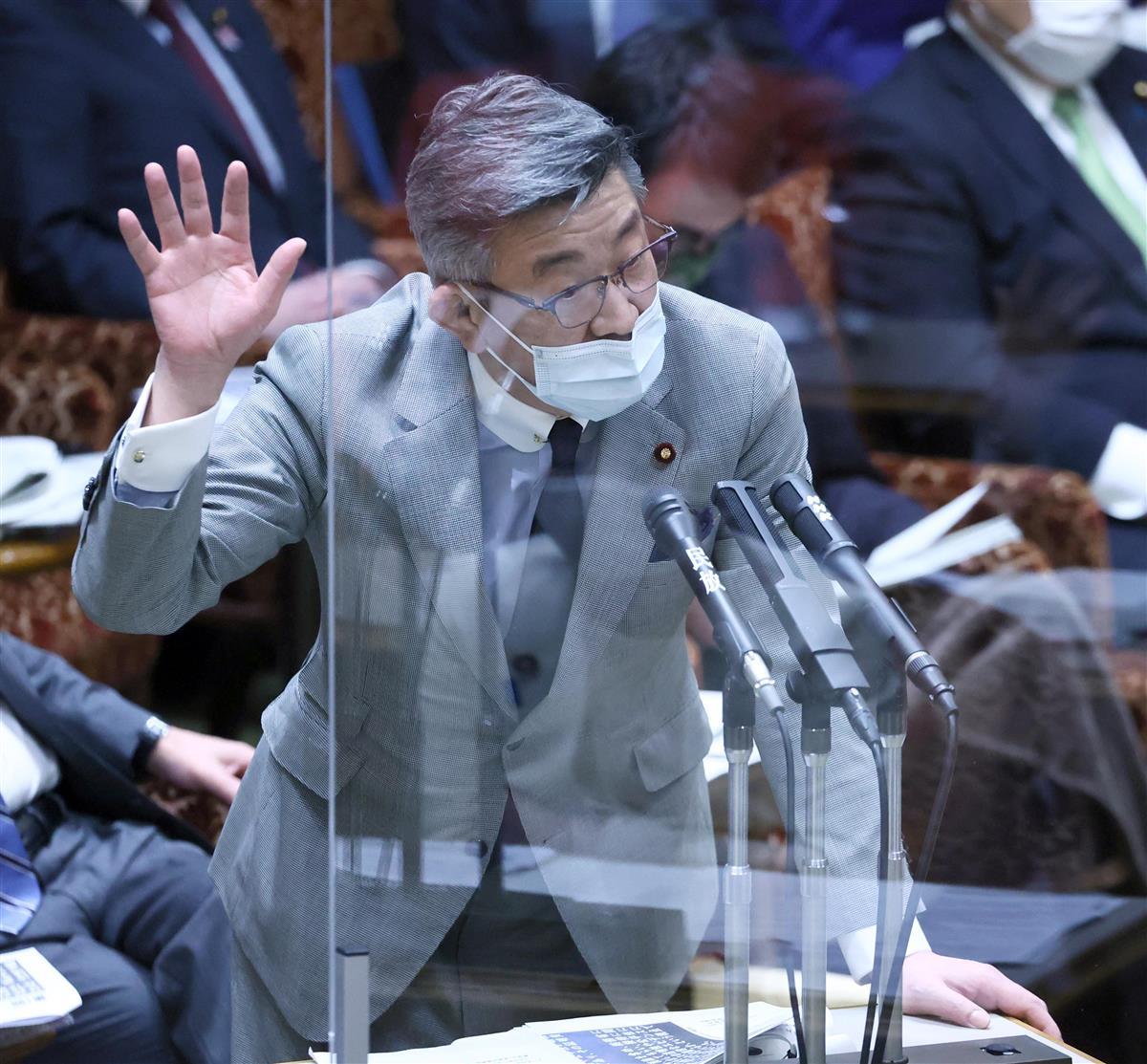 参院予算委員会で答弁する武田良太総務相=26日午前、参院第1委員会室(春名中撮影)