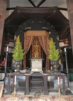 慈悲に満ちた笑み、救世観音立像が特別開扉 法隆寺