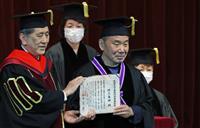 村上春樹さん「小説抜きにして社会は健やかに進まない」 早大入学式で祝辞