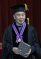 村上春樹さん、小説家は「優等生じゃないくらいがちょうどいい」 スピーチの主な内容